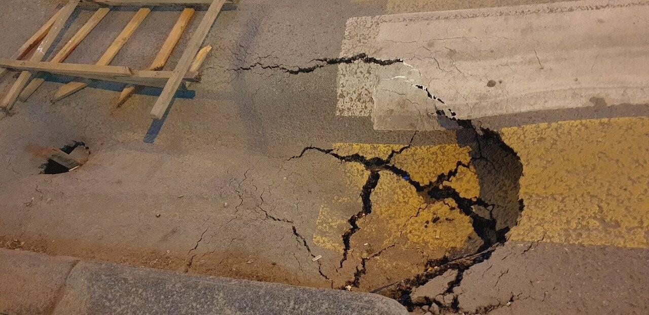 """Дорога к загсу ушла под землю в Волгограде -""""это знак Божий"""", фото-1"""