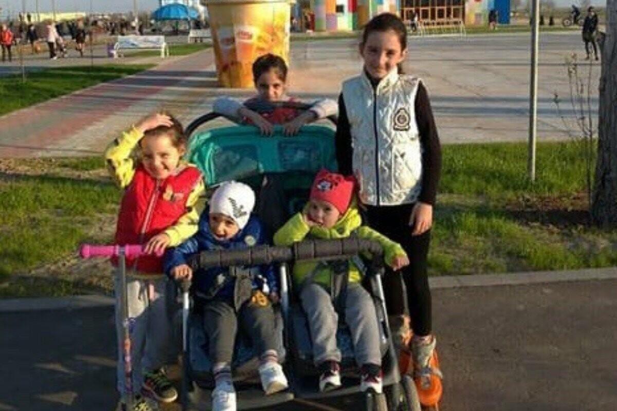 Дом семьи с пятью детьми дотла сгорел в Волжском, причина - скачок напряжения, фото-1