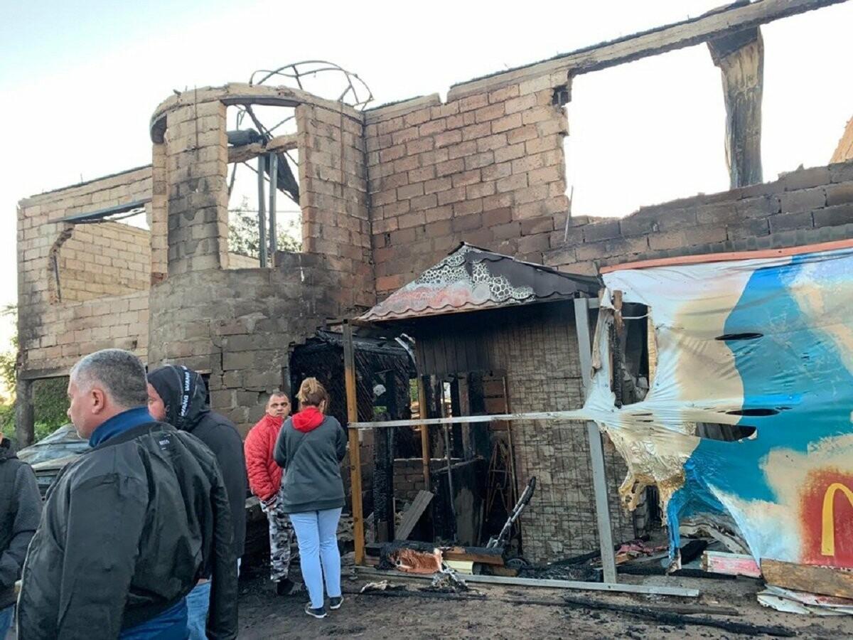 Дом семьи с пятью детьми дотла сгорел в Волжском, причина - скачок напряжения, фото-4