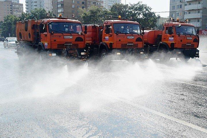 Поливальные машины вышли на улицы Волгограда, фото-1